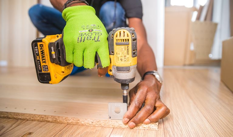 carpenter-carpentry-close-up-1249611 (1)